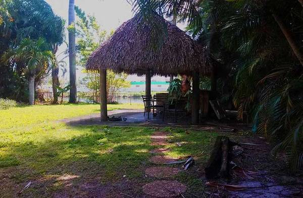Photo Great Roommate wanted ROOM for rent North Miami- Waterfront house Dock (North Miami Room and Dock for rent)