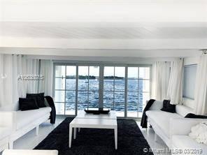 Photo Incredible Renov. House Boat 4 bed 2 bath 2500 sqft Key Largo - $295,000 (Key Largo)