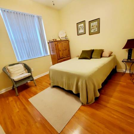 Photo JUST ONE PERSON LIVING HERE, Furnished room include util. (West Palm Beach)