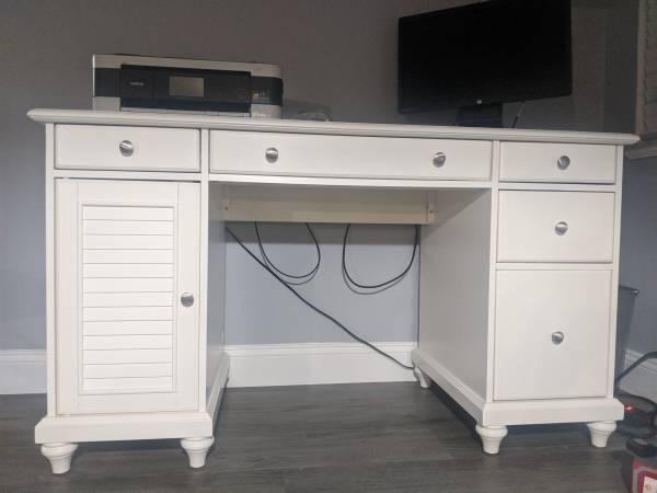 Photo New Wood White Desk - $400 (BIG PINE KEY)