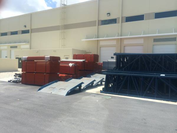 Photo New and used pallet rack for sale