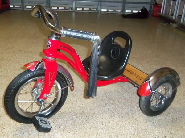 Photo SCHWIN ROADSTER RED TRICYCLE  HUFFY 16quot GIRLS PINK SEA STAR BIKE (COCONUT CREEK)