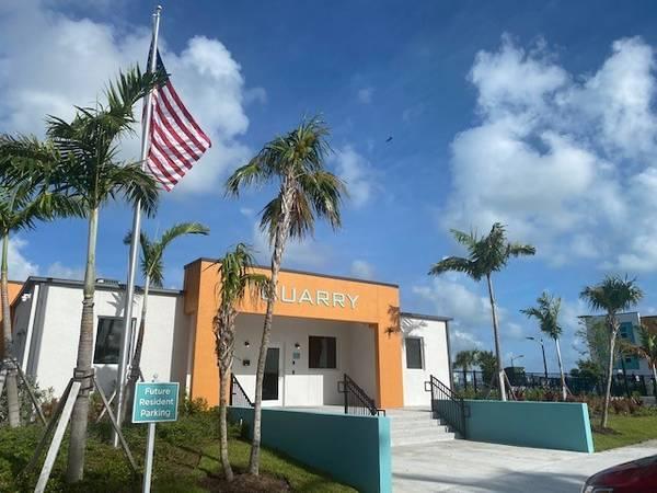 Photo Solicite o llame hoy (Key West)