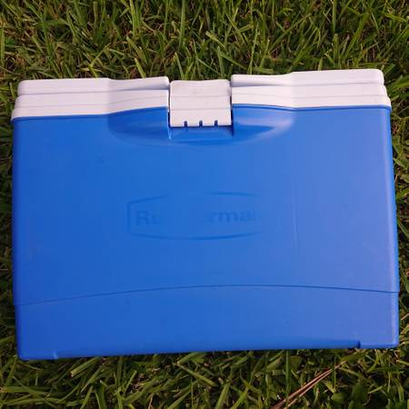 Photo Super Portable Cooler with Cup Holder Lid 14 Can Size - $15