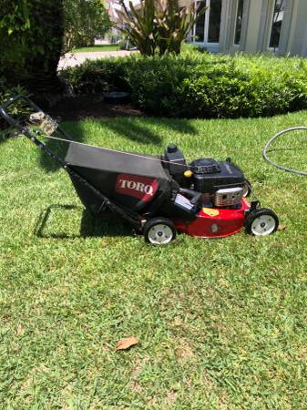 Photo Toro commercial mower Model 22176 - $600 (Marathon)