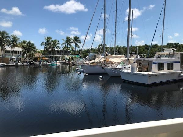 Photo Unique Houseboat for Rent (Key Largo)