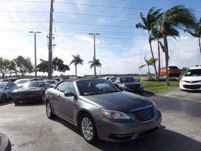 Photo Used 2012 Chrysler 200 Touring Convertible for sale