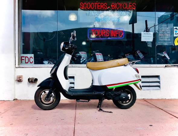 Photo Vespa Clone Scooter For Sale Classic Style. Runs Great - $649 (Miami Beach)