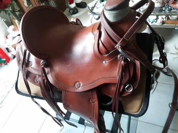 Photo horse horse saddle CIRCLE Y 16quot WADE - $3,000 (Naples)