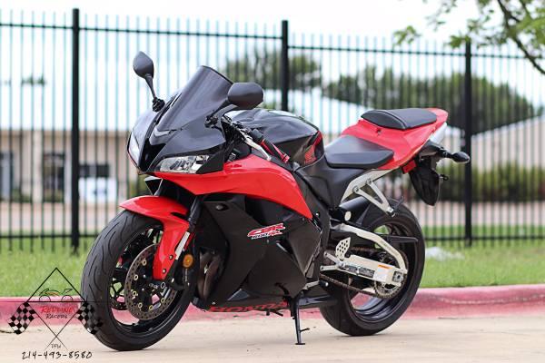 Photo 2011 HONDA CBR 600RR - $5,990 (lewisville)