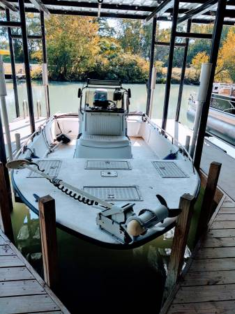 Photo 21 ft 2001 Bayhawk center console tunnel. - $10,500 (Lake McQueeney)