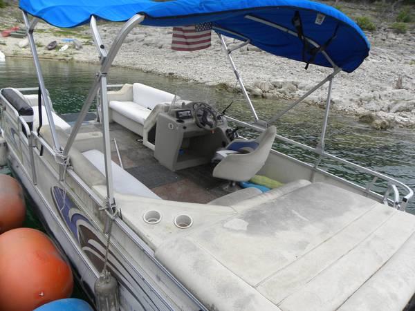 Photo 22 Foot LOWE TRITOON Pontoon boat 60 HP Mercury - $8,500 (Volente)
