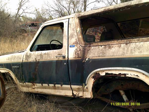 Photo 80s ford ranger and bronco parts truck - $1 (killeen)