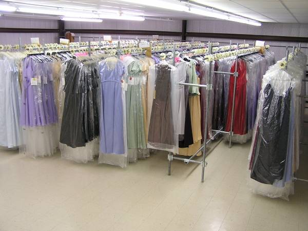 Photo Approximately 1000 bridesmaid and formal dresses for sale - $5,000 (Belton, TX)