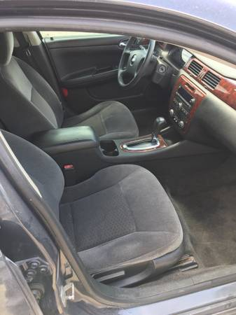 Photo Black Chevy Impala - $3750 (Killeen)
