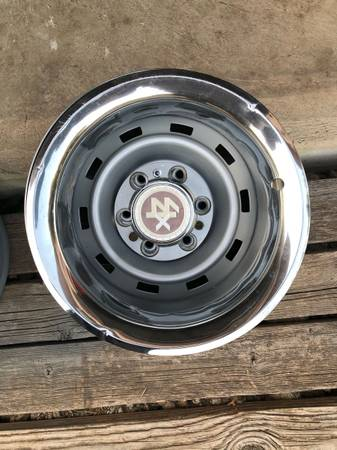 Photo Chevy 6 lug Rally Wheels - $450 (Austin, San Antonio)