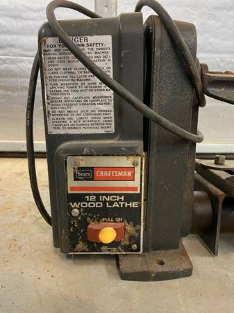 Photo Craftsman 12 wood lathe with tools - $100 (Moffat)