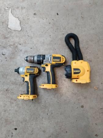 Photo Dewalt 18v impact, hammer drill abd light - $75 (Lasas)