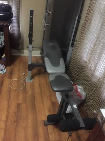 Photo Golds gym weight bench - $30