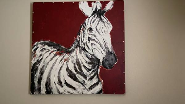 Photo Pier 1 Zebra Art Painting Excellent condition Best Offer Sold for $199 - $20 (Killeen)