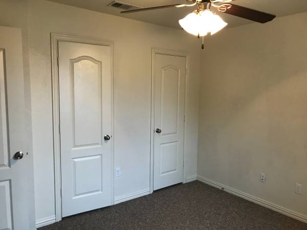 Photo Room available NOW in great West Temple neighborhood (Saddle Brook, West Temple - off Adams Ave.)
