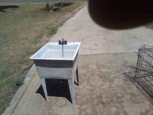 Photo UTILITY SINK - $40 (KILLEENCOPPERAS COVE)