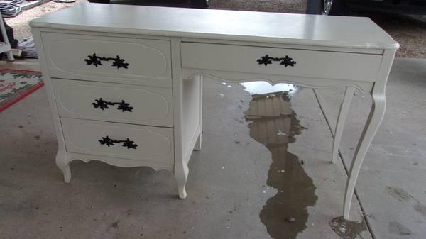 Photo Vintage Victorian Style Desk - $110 (BELTON)