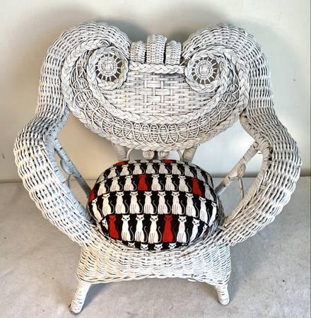 Photo Vintage Wicker Chair quotCat Motif Seatquot - $35 (Dallas)