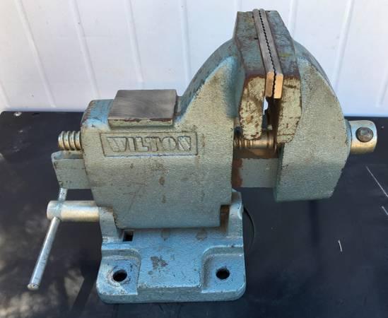 Photo Vintage Wilton Tilting Bench Vise 121118 - $65 (Copperas Cove, Tx)