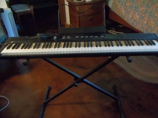 Photo Williams Legato Full Piano Keyboard - $200 (Belton)