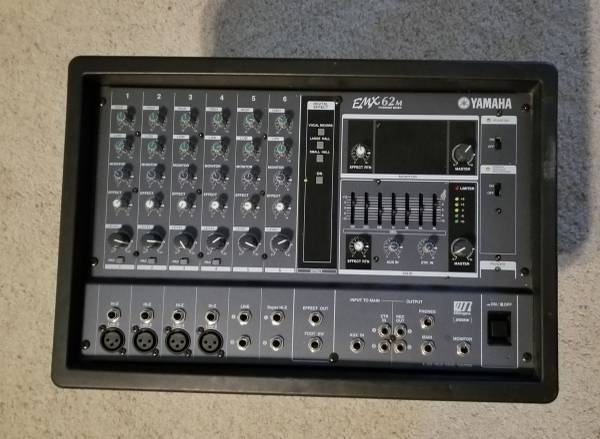 Photo Yamaha EMX62m powered mixer - $180 (Hurst)
