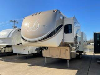 Photo bad creditall credit approved buy here pay here RV dealer (2014 Mobile Suites)