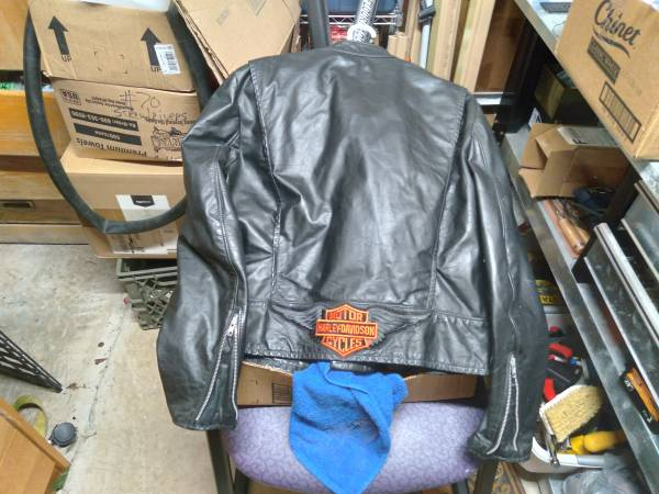 Photo like new harley davidson leather jacket - $180 (Killeen)