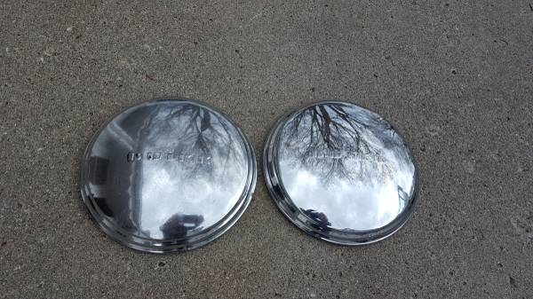 Photo 1940s 1950s Buick Special hubcap wheel cover - $30 (Webster City)