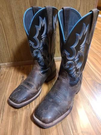 Photo Ariat Boots - $50 (Kirksville)