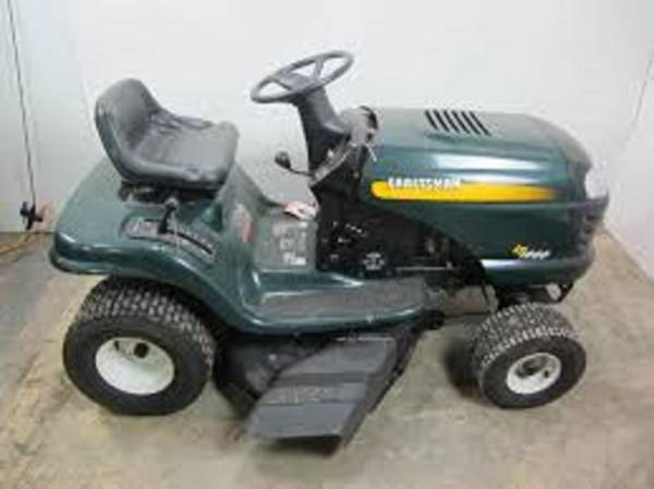 Photo Craftsman LT1000 42quot riding lawn mower FREE DELIVERY - $450 (New Boston)