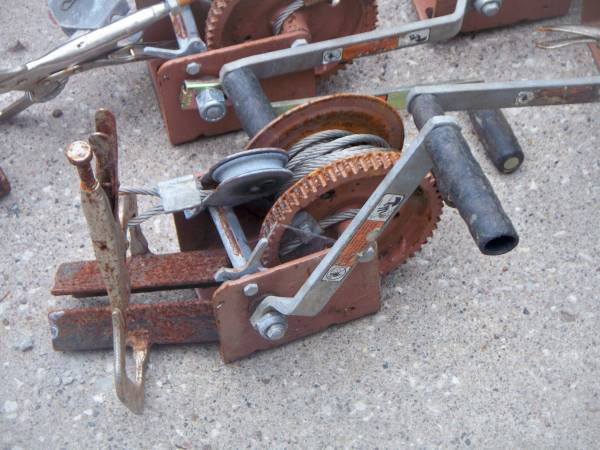 Photo HAND CRANK GEAR REDUCTED WENCHES - $25 (Des Moines)