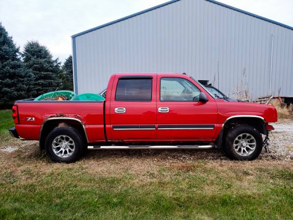 Photo Parting out 2005 Chevy 1500 Silverado 4x4 Z71 Crew Cab LT red 5.3 - $1 (8 miles south of Knoxville)