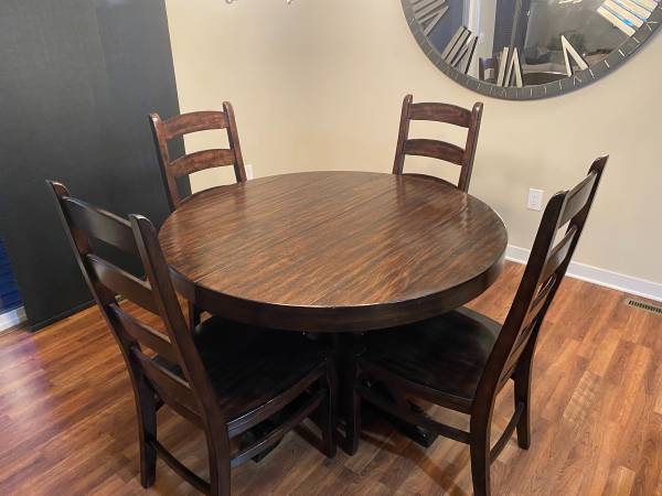 Photo Pottery Barn Kitchen Table - $2,000 (West des Moines)