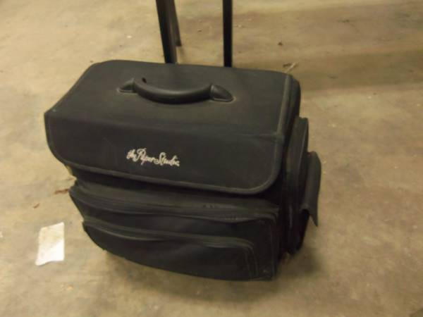 Photo THE PAPER STUDIO ROLLING BAG FULL OF CRAFTING SUPPLIES - $50 (ST JOSEPH)
