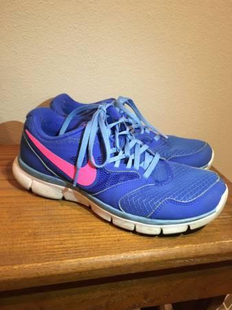 Photo Womens Nike Shoes size 7 - $10 (Bondurant)