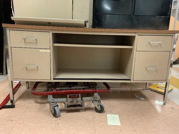 Photo metal desk with drawers - $25 (Rhineland)