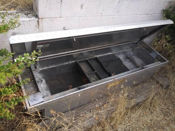 Photo Aluminum tool box - $200 (Klamath Falls)