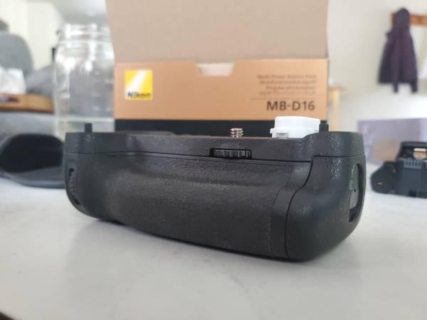 Photo Nikon MB-16 Multi Power Battery Pack - $50 (Bend)