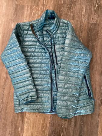 Photo Patagonia Ultralight down Mens Size Large Jacket - $125 (Bend)