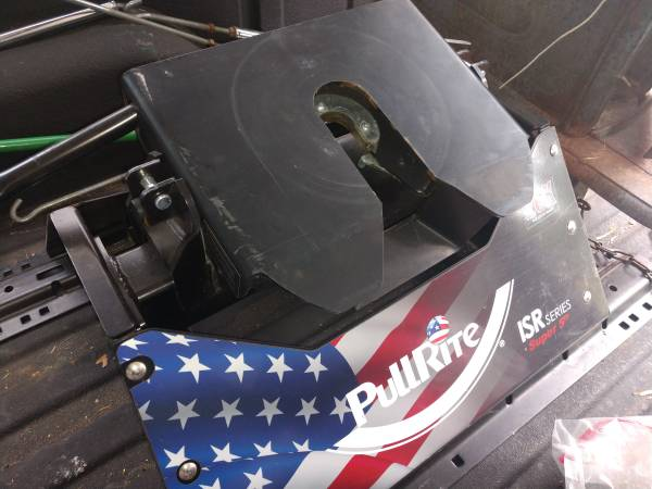 Photo Pullrite 2100 ISR Series 5th wheel hitch - $500 (fort klamath)