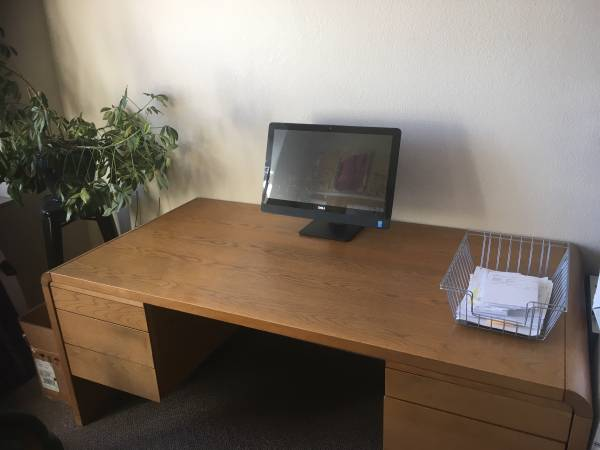 Photo Solid Oak Desk - $300 (Downtown)