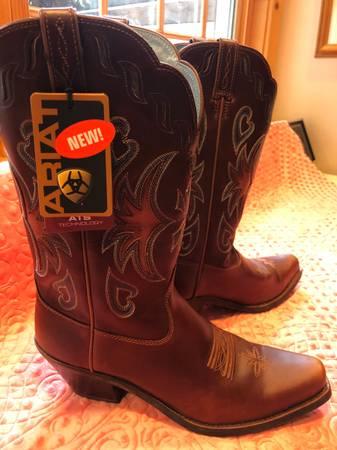 Photo Womens Western Ariat Boots - $98 (klamath falls)