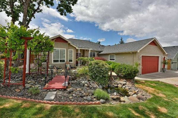 Photo You39ve got to see this Home in Eagle Point. 3 Beds, 2 Baths (Eagle Point)