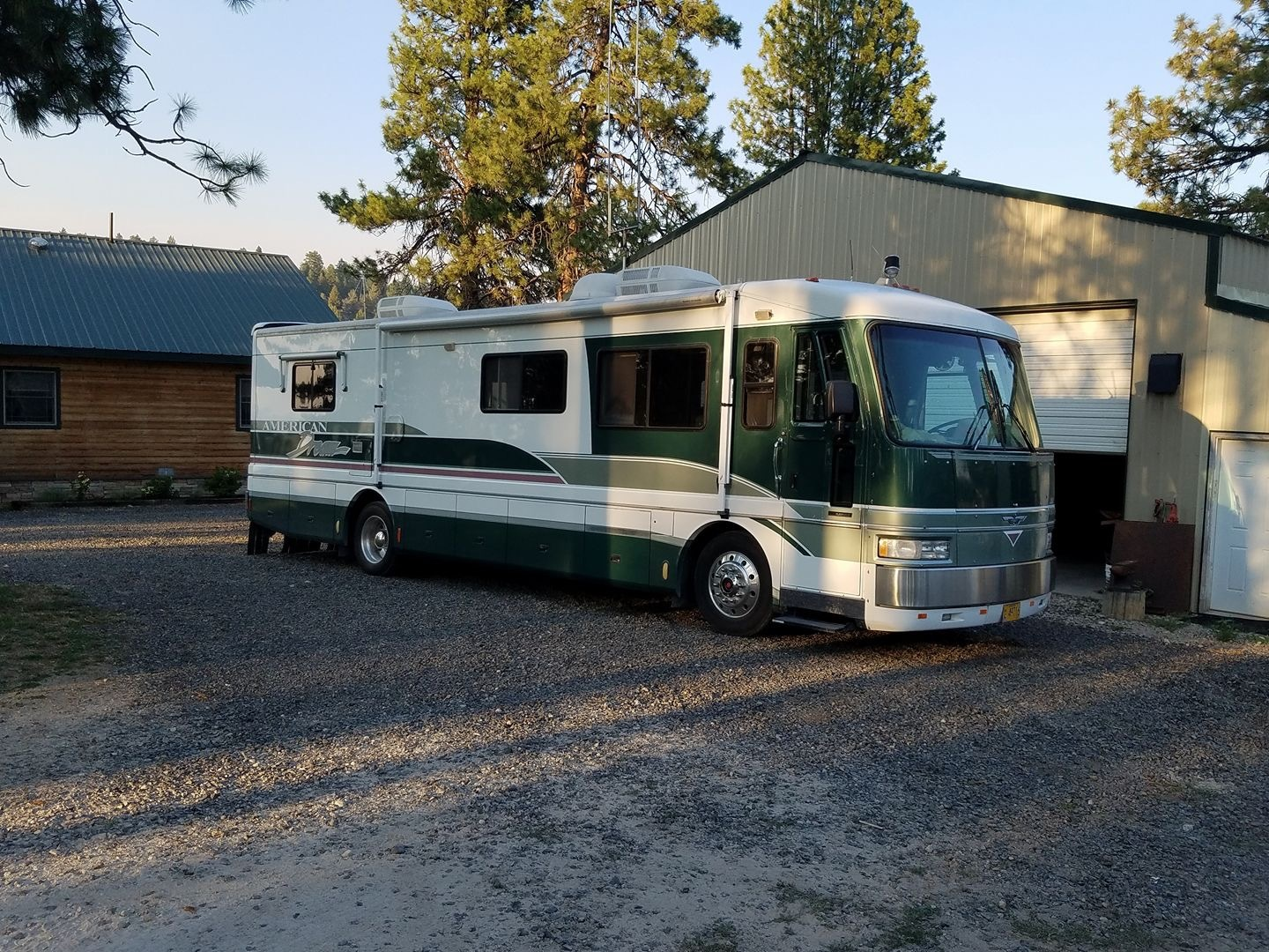 Photo Used 1996 Fleetwood Class A RV  $38000